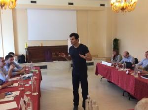 Mario Furlan, life coach, durante un corso di leadership per dirigenti d'azienda