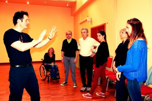 Mario Furlan, life coach, durante un corso di Wilding (autodifesa istintiva)