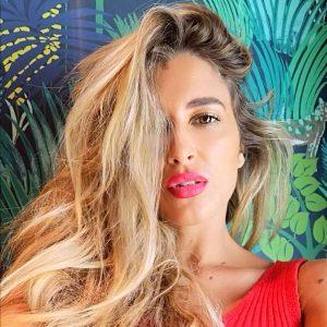 Julia Liros, stella del latin pop italian