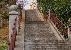 Raggiungere gli obiettivi è come salire una scalinata: un gradino alla volta, e arrivi in cima!