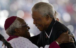 L'Arcivescovo Desmond Tutu e Nelson Mandela, che hanno messo in pratica l'Ubuntu
